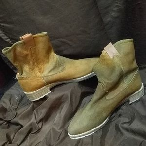 Matt Bernson boots size 9